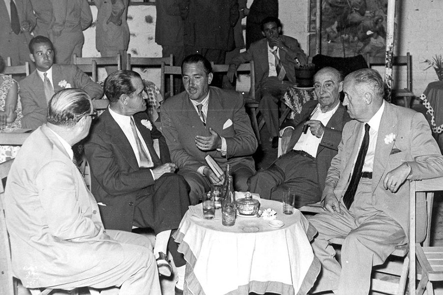 Juan Cortés avec les toreros Juan Belmonte et Rafael El Gallo, 1953