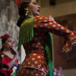 Mónica bailando en la fiesta flamenca de El Patio Sevillano